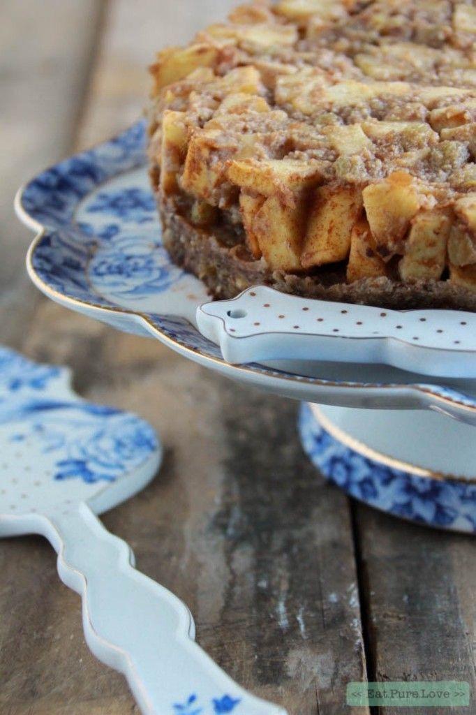 Bij het maken van dit heerlijke glutenvrije appeltaartje komt er geen oven aan te pas. Deze appeltaart wordt namelijk niet gebakken en valt mede hierdoorin de categorie 'raw food'. Dit heerlijke raw food appeltaartje met karamel saus is een mooi voorbeeld voor hoe een appeltaartook lekker kan zijn. Een no bake apple pie! Ga jij hem maken?