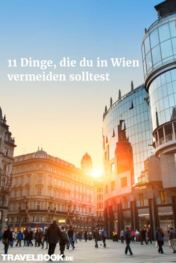 Wer eine Metropole wie Wien, London oder Rom zum ersten Mal besucht, fragt sich nicht nur, welche Attraktionen und Sehenswürdigkeiten unbedingt aufs Programm gehören, sondern auch: was man in der jeweiligen Stadt bei einem kurzen oder gar längeren Besuch besser vermeiden sollte. Hier eine Auswahl der Dinge, die Wien-Touristen lieber bleiben lassen sollten.