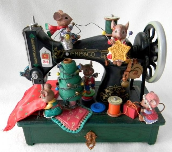 Ebay Score ENESCO Christmas Sewing Machine with Animated Mice Musical