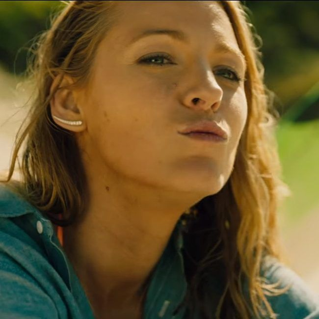 The curved bar earrings that Blake Lively (Nancy) wears in the movie The Shallows (2016). Check the link in bio to see or buy these earrings.  #earrings #barearrings #blakelively #theshallows #jewelry #jewelery #style #movie #moviefan #moviefans #moviefanatic #movieprop #moviestyle #actorstyle