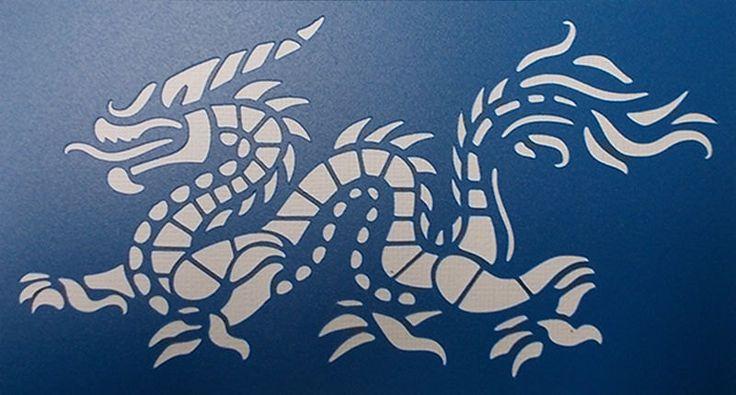 Dragon Stencil(Etsy のkraftkutzより) https://www.etsy.com/jp/listing/259131801/dragon-stencil