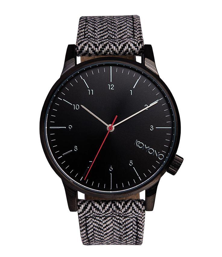 De Winston Heritage van KOMONO is een stijlvol horloge met een stoere afwerking. Het horloge is afgewerkt met een leren armband en contrasterende klokplaat. De klok is vervaardigd van roestvrijstaal. Het horloge is waterresistent (3atm) en voorzien van een subtiel KOMONO logo in de klok. Het horloge wordt geleverd in een bijpassende luxe bewaardoos van KOMONO.