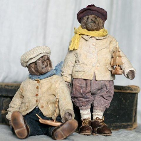 Фото на память!  Знакомьтесь: Петрик ( в беретке) и Марик, мишки из плюша по 20 см.  В альбоме можно полистать)  #мишкивесна