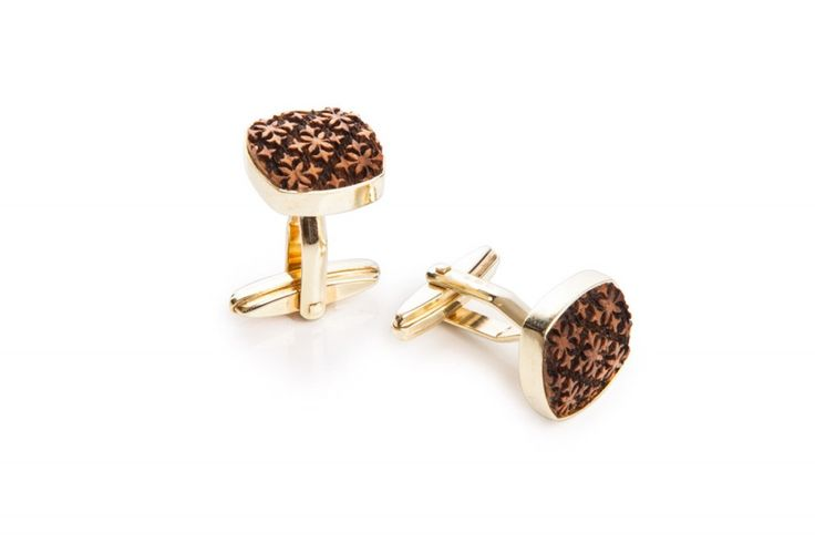 Is your style perfect down to the last detail? The wooden cufflinks are a suble accessory that underlines your sense of precision.
