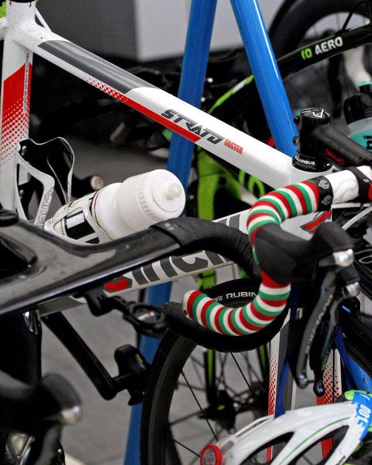 Anna Maria Mazzetti's #stratofaster ready to test the bike segment of #cagliaritriathlonituworldcup2016❗️ #triathlon #olympic #distance #swimbikerun #triathonlife #worldseries #triathlontraining #cinelli #peaceandbike #cinellifamily #spreadthewinged #ilovecinelli #cagliari #cagliaritriathlonituworldcup2016 Photo by @nowheresyl