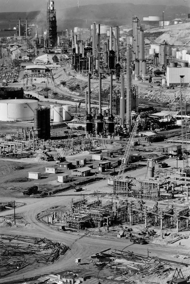 Construcción de la refinería Corco en Peñuelas, Puerto Rico, año 1969.