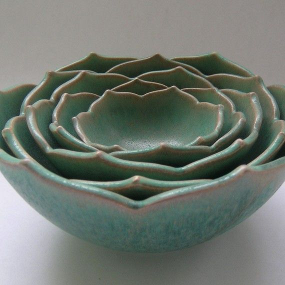 A gorgeous color of succulent  in pottery  Pinned from PinTo for iPad 