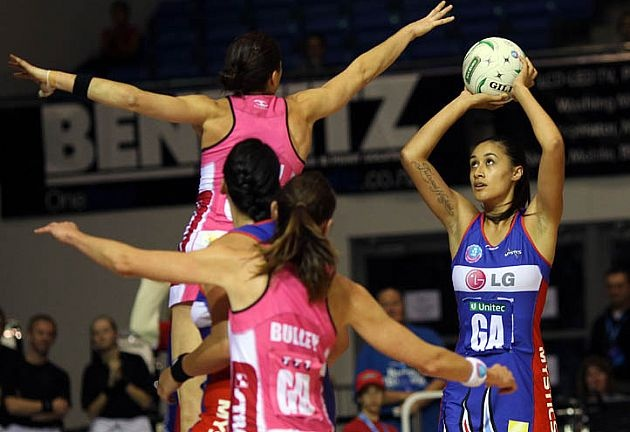 Showing wholehearted resilience, Adelaide Thunderbirds halted LG Mystics unbeaten run after snatching a 50-48 win with a powerhouse effort in Auckland today.