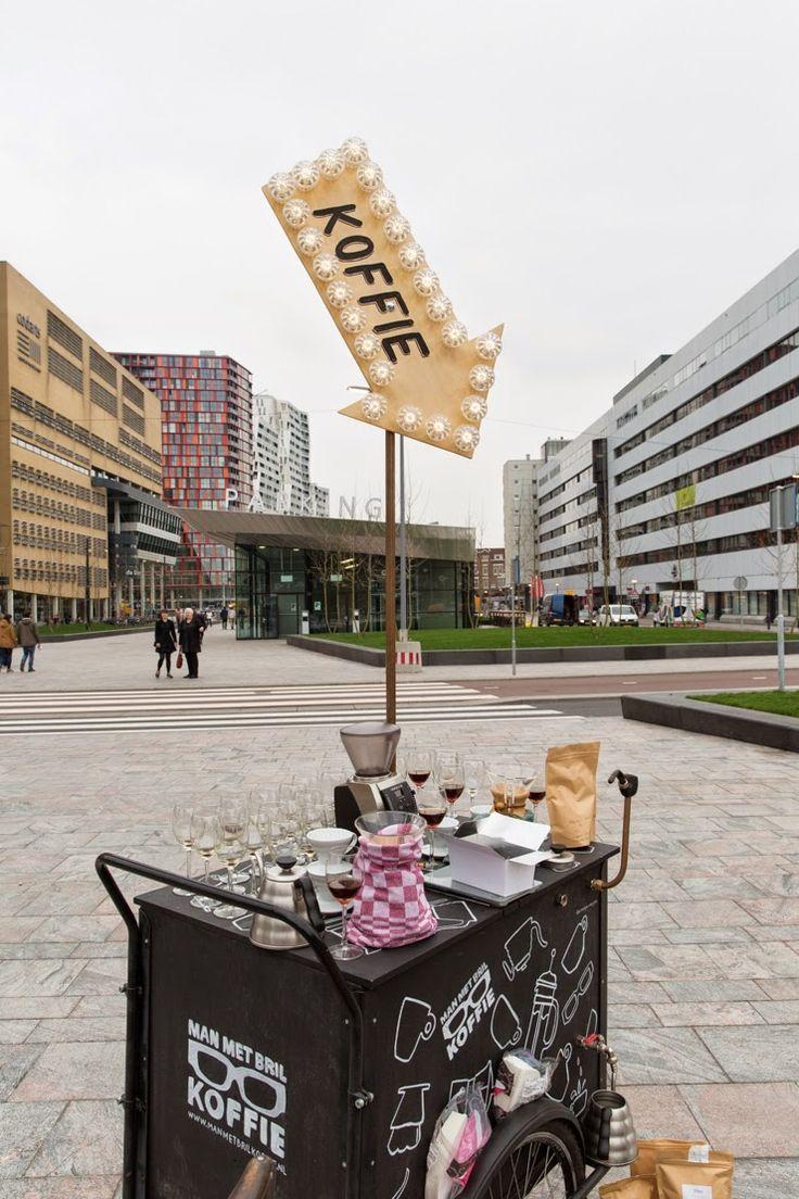 mobile coffee bar // man met bril koffie // rotterdam