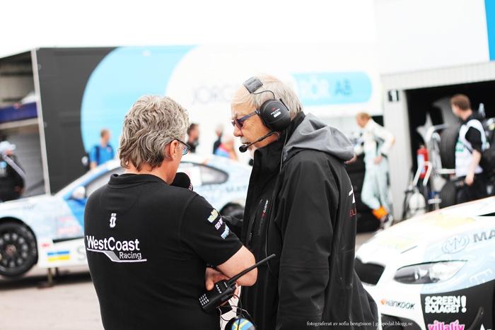 WestCoast Racings teamchef Dick Jönsson Wigroth intervjuas innan race i Falkenberg. The team manager of WestCoast Racing, Dick Jönsson Wigroth, is being interviewed before the race in Falkenberg. #tta #people #racing #motorsport #car #bil #cars #bilar #bmw #bmwsilhouettereplica #photography #foto