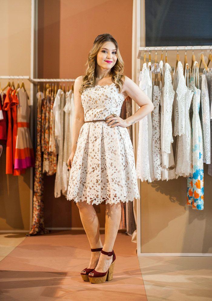 Look da Lu: vestido branco e mega salto