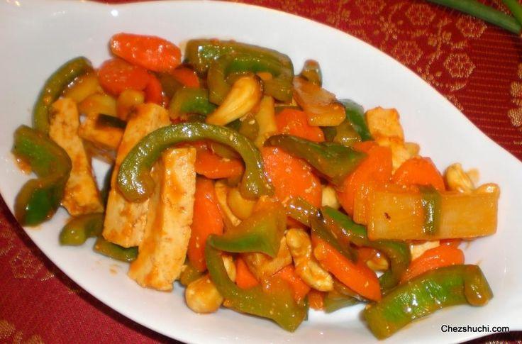Sweet and sour tofu is a Chinese stir fried dish. खट्टा-मीठा टोफू एक पारंपरिक चाइनीज़ डिश है. इस डिश को टोफू को मेरिनेट करके बनाया गया है. पूरी विधि हिन्दी में पढ़ने के लिए इस लिंक पर क्लिक करें- http://www.chezshuchi.com/Sweet-N-Sour-Tofu-Hindi.html
