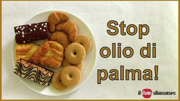 """Dal prossimo 13 dicembre milioni di consumatori italiani ed europei scopriranno la presenza di un nuovo ingrediente in migliaia di prodotti alimentari.  Stiamo parlando dell'olio di palma, una sostanza fino a oggi camuffata dietro la scritta """"olii e grassi vegetali"""". Per rendersi conto di quanto l'olio di palma sia diffuso basta dire che è il grasso principale di quasi tutte le merendine, i biscotti, gli snack dolci e salati, le creme… in vendita nei supermercati. L'ampio utilizzo di questa…"""