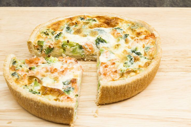 Broccoli and blue cheese tart is a great recipe for lunch or dinner. Not only