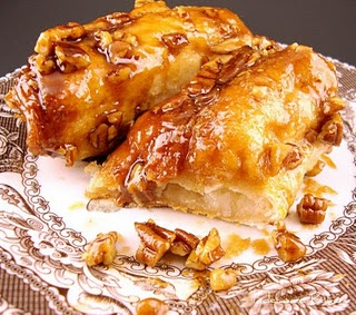 cheese danish type thing using pillsbury grands biscuit doughIndeci Bakers, Sweets Treats, Coffee Treats, Caramel Cream, Indecisive Bakers, Cream Coffee, Cheese Danish, Coffe Treats, Coffe Cake