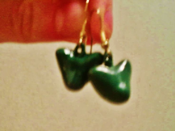 Jag har gjort kissekatt-örhängen! I made kitty-earrings! Ik heb poesje-oorhangers gemaakt!
