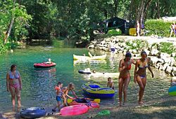 camping via il. in de dordogne (saint cybranet.) riviertje, zwembad, schaduw