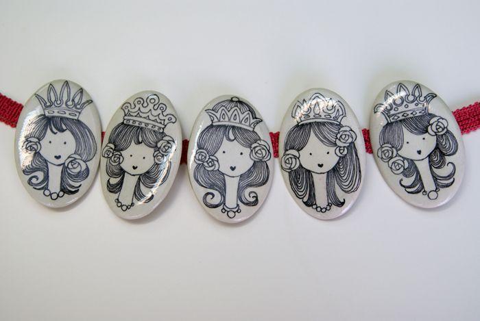 Broches Ovalados-Princesas en blanco y negro