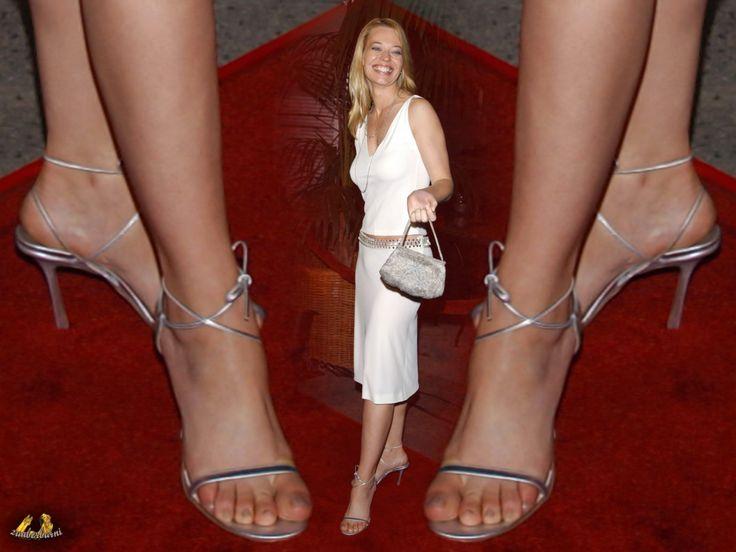 Leelee Sobieski Shoe Size