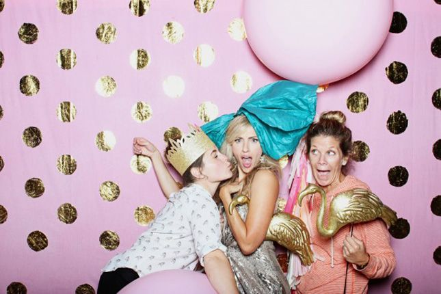 This gold foil polka dot photo backdrop is amazing.
