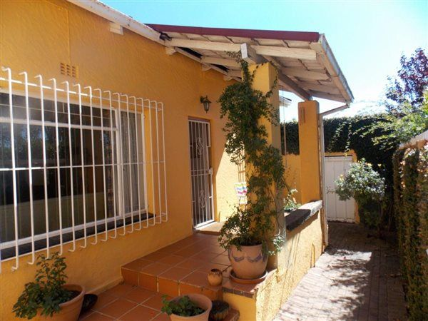 2 Bedroom House in Greymont, This lovely home exudes charm and warmth. Its light, bright cosy waiting for you to belong.    This is a wonderful investment opportunity, you will not regret seeing this one.   Call now for a viewing...