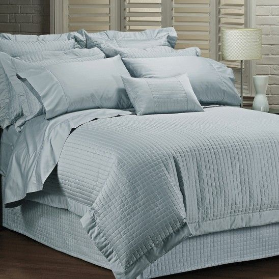 Hotel Bedding Collection THIS LOOKS AMAZING!  VERY HIGH REVIEWS AND LIGHTWEIGHT :)  Use with high quality white sheet set (Winners in around 400 to 800 thread count Queen size) plus a white queen bedskirt from this series, same as King blue duvet cover and 2 sets Queen shams.