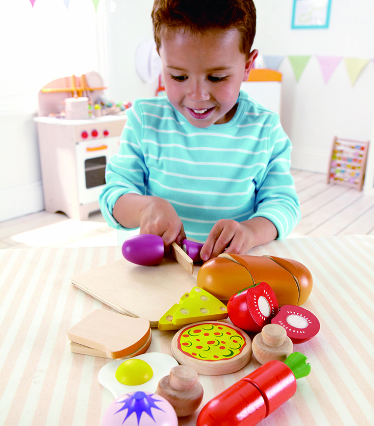 Here is everything your little chef needs to cook a meal and set it on the table. Just add a