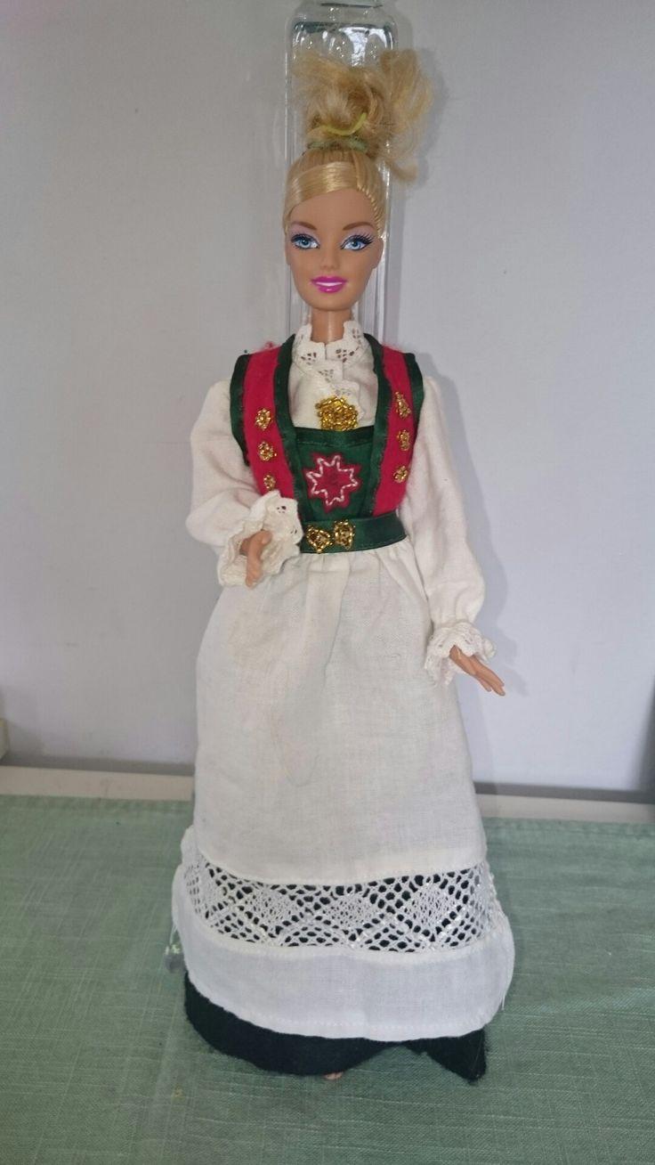 Bunad til Barbie
