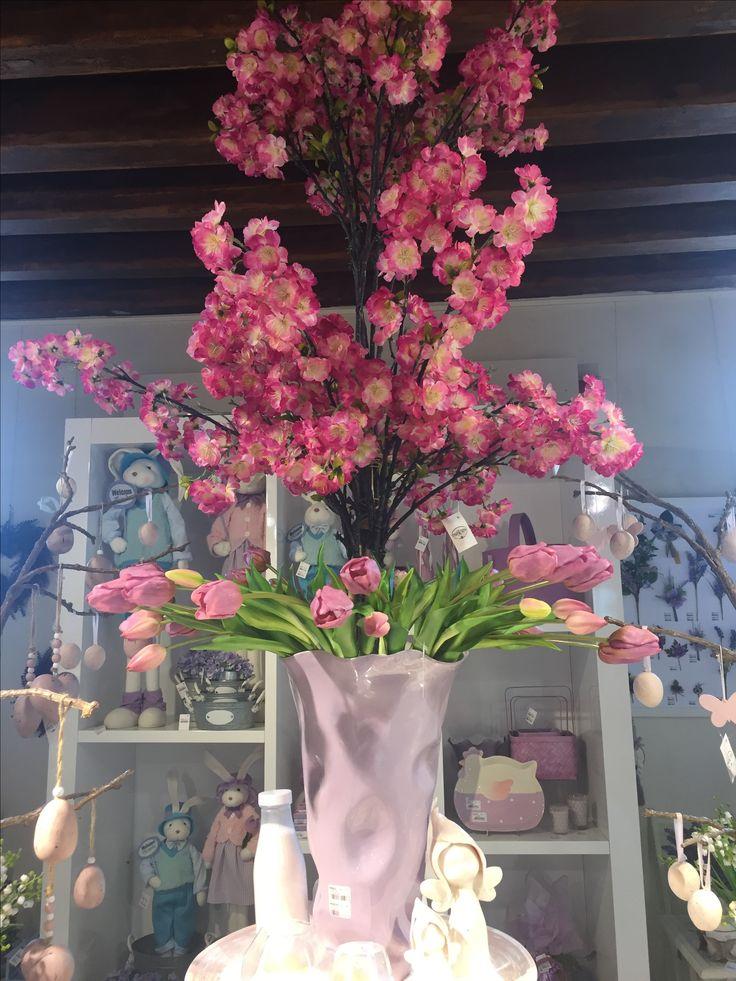 www.elisa-regali.it composizione di fiori finti che sembrano veri e danno un tocco di colore agli ambienti