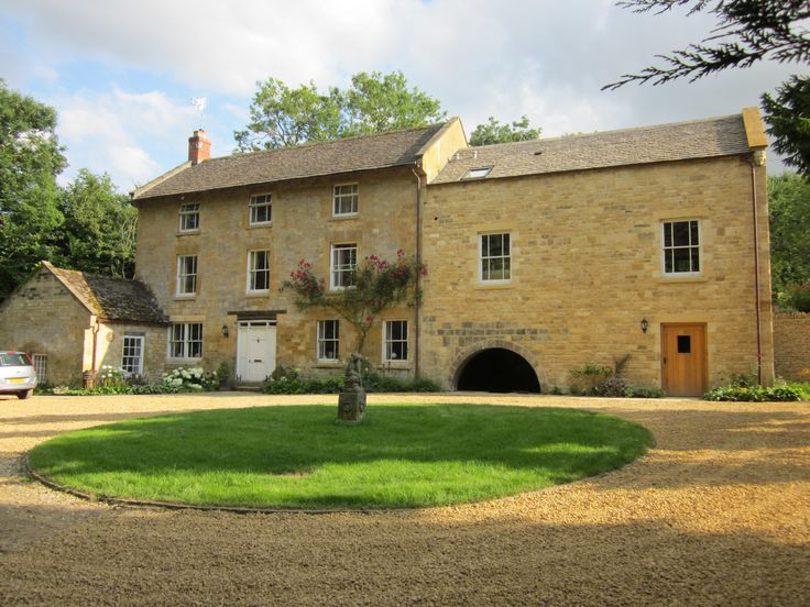 Front view of SnugboroughMill  (now a B&B)