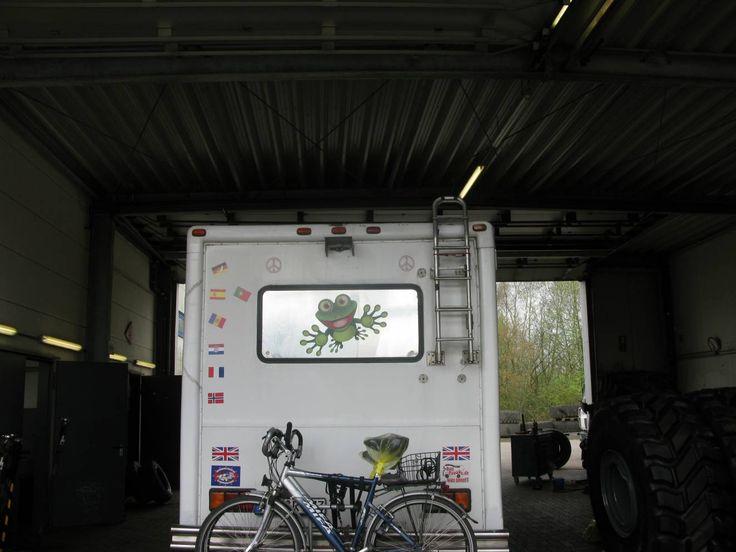 Ist Euch schon mal ein Wohnmobil Reifen um die Ohren geflogen? - http://rumtreiberin.com/wohnmobil-reifenpanne-zwillingsreifen-19860/