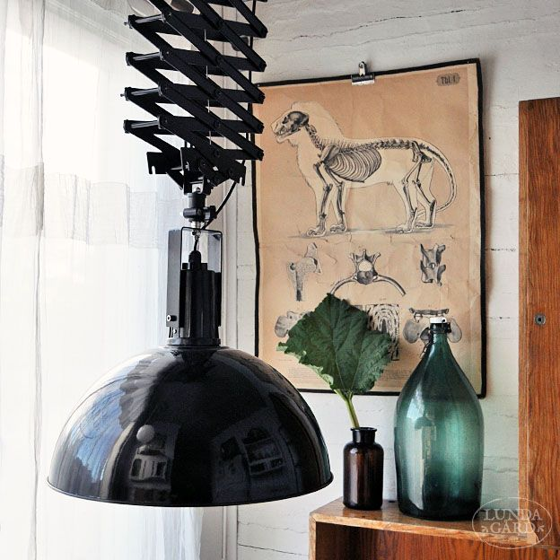 Stor svart taklampa