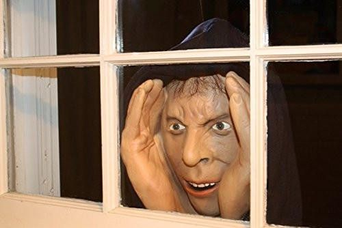 - Fun Party Prop and gag gift to scare friends and family - Eerily real in size and features, with lifelike, sparkling eyes, he's the stuff nightmares are made of - Great for Halloween or anytime! Eas