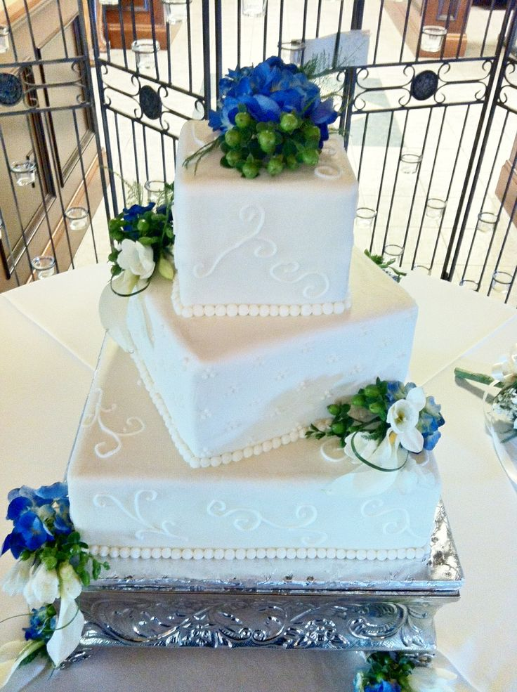 how to make a square wedding cake square wedding cakes buttercream icing with fresh 15857