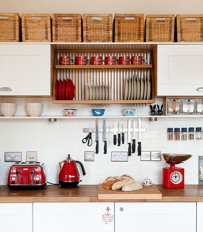 organize your kitchen (via Donna Moderna) - my ideal home...