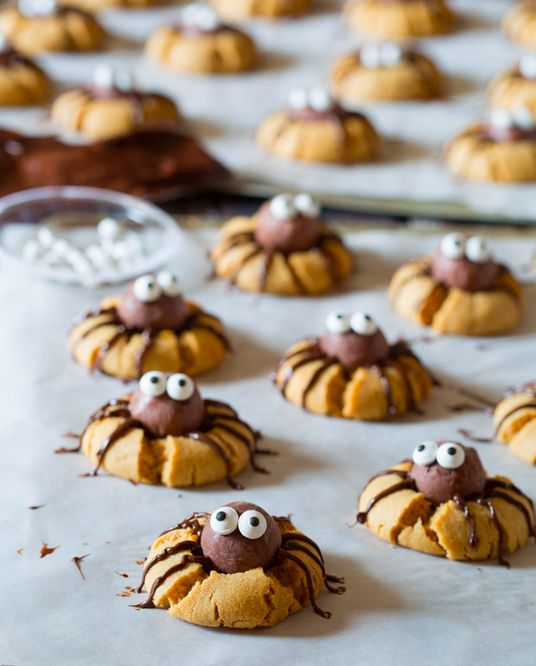 Chocolate Peanut Butter Spider Cookies are the cutest Halloween treat ever