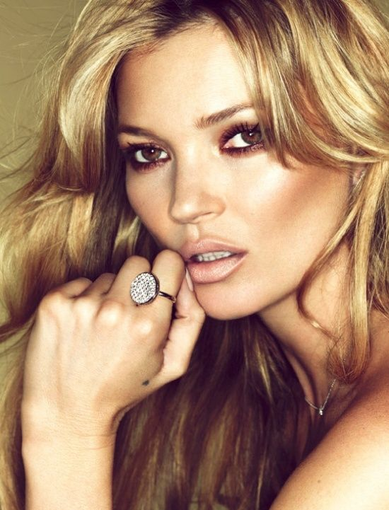 nude/peachy lips kate moss just knows it!