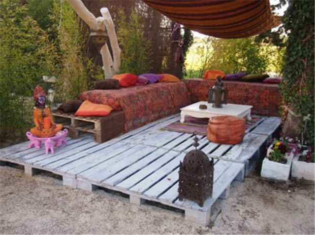 "42 Amazing Uses For Old Pallets--lots of repeats from other sites but LOVE the idea of using pallets as ""flooring"" for a patio area...must remember for side yard project!"
