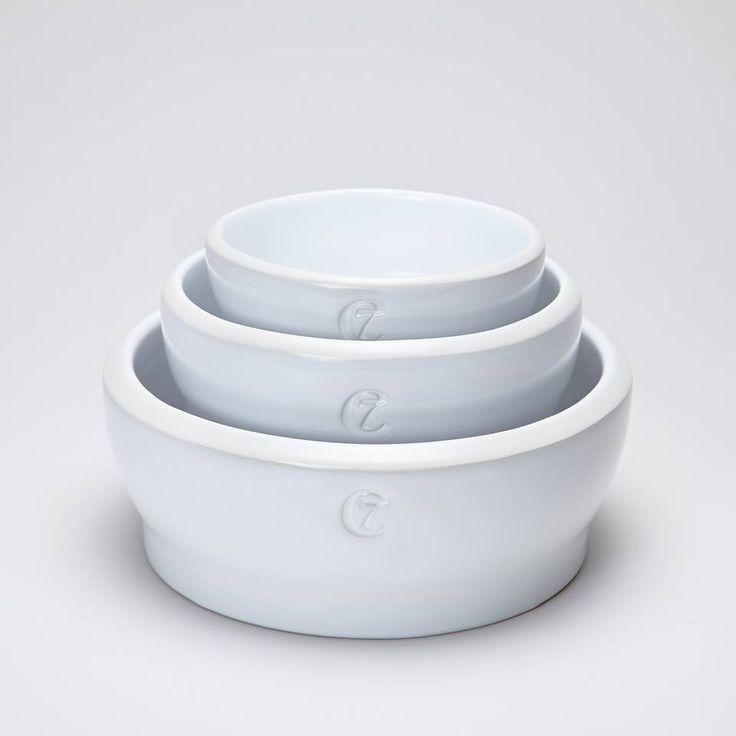 En hundeskål i høykvalitets keramikk! Cloud7 sin samling av keramiske hundeskåler, er tidløs og moderne i design. Men samtidig har de klart å opprettholde det tradisjonelle i produksjonen, som vil gi din hund en matskål av unik stand!    www.romeojulie.no