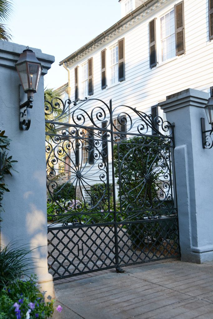 Beautiful home and gate Charleston, South Carolina | © homeiswheretheboatis.net