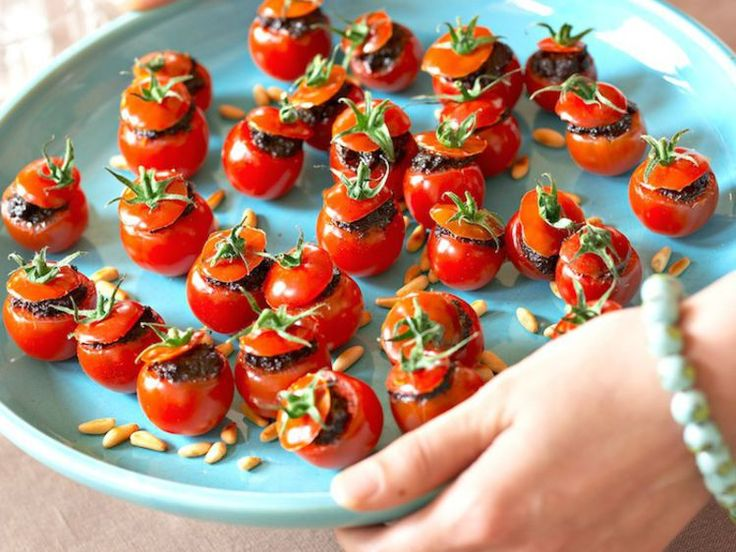 Tomates cerise farcies à la tapenade