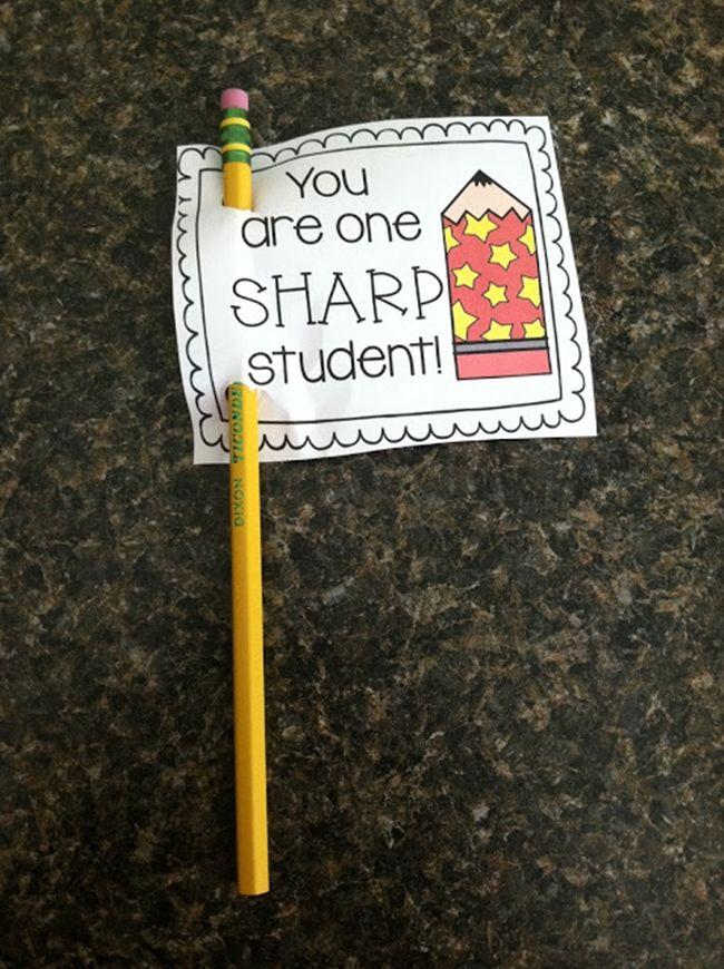 Teach Junkie: 31 creative back to school treats for students {printables} - Pencil flag printable