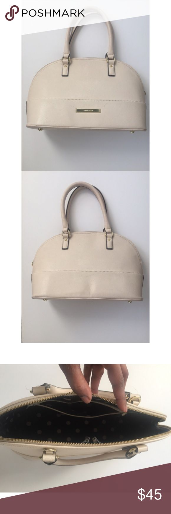 Off-white handbag Cute off-white handbag. Very clean, inside and out! Back has a little indentation in it..but not real noticeable. This purse is very much LIKE NEW😊 Anne Klein Bags Totes