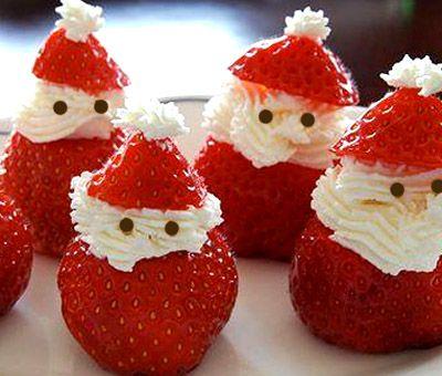 Si buscas recetas divertidas para Navidad, este postre te va a costar muy poco de preparar y además es muy llamativo. Sólo necesitas nata y unas fresas y en pocos minutos tendrás unos graciosos muñequitos de Papá Noel.