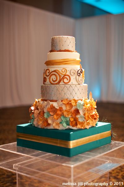 This makes me want to do a fall themed wedding!  http://www.raisethecake.com/index.html