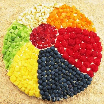 beach ball fruit pizza - what a sweet idea!