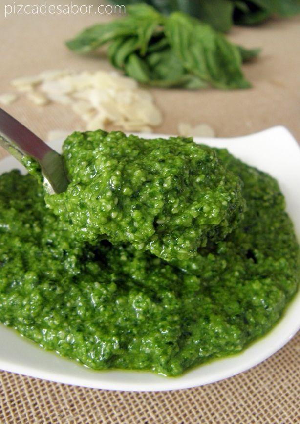 Versión de pesto de espinaca, albahaca, almendras y aceite de oliva para pasta, pollo, carnes, pizzas y mucho más + cubitos de pesto congelado para cocinar rápido.