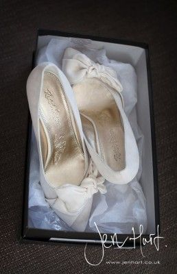 Ivory wedding shoes. Pointed toe with bow detail. Bridal shoes low heel.