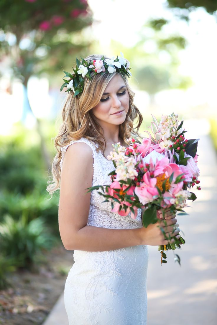 Tropical Florida wedding bouquet and flower crown ideas and inspiration (Lifelong Photography Studio)