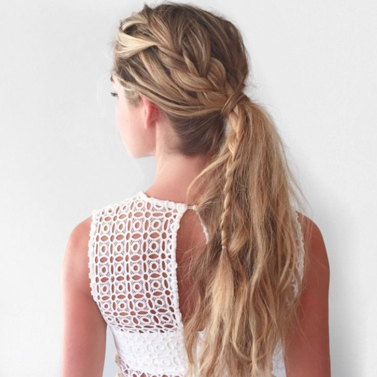 LOVE this braid into ponytail style. Pose from @caramcleay